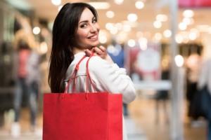 Frau beim Einkaufen auf Pump